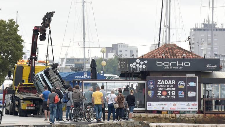 Autom sletio u more pa završio u bolnici: Izvlačili ga prolaznici