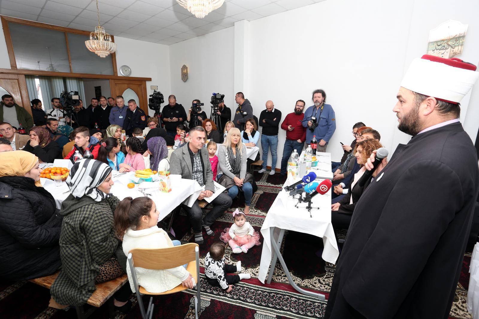 Karlovac: Islamska zajednica organizirala druženje i ručak s azilantima