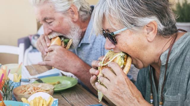 Visokoprerađena hrana ubrzava biološke procese starenja u ljudi