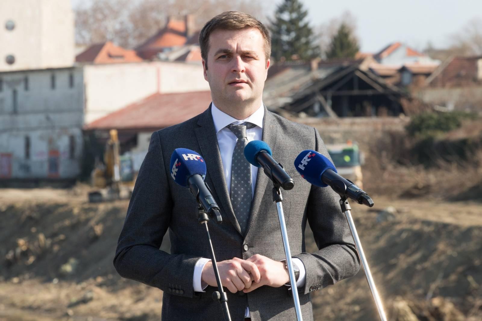 Osijek: Predsjednica Grabar-Kitarović obišla uređeni dio šetnice na Dravi