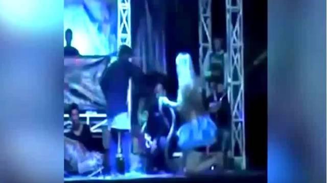 Pjevačicu ugrizla kobra, odbila je protuotrov i pjevala do smrti