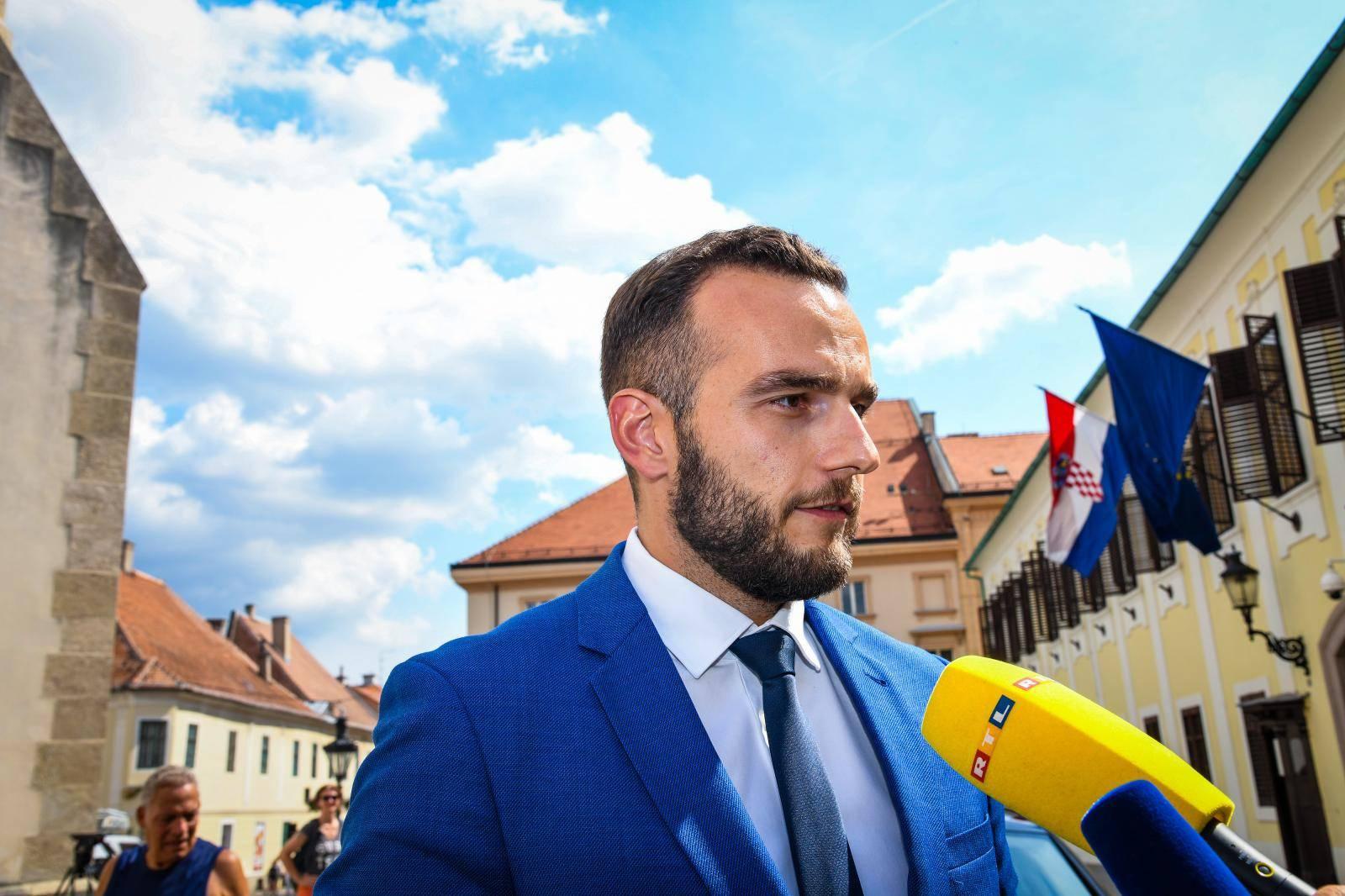 Zagreb: Novi ministri dali zajedničku izjavu ispred Banskih dvora