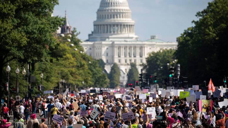 Tisuće ljudi diljem SAD-a marširaju za pravo na pobačaj