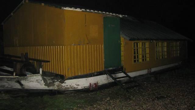 Ne zna se uzrok: Izbio požar unutar broda Sidro u Zagrebu