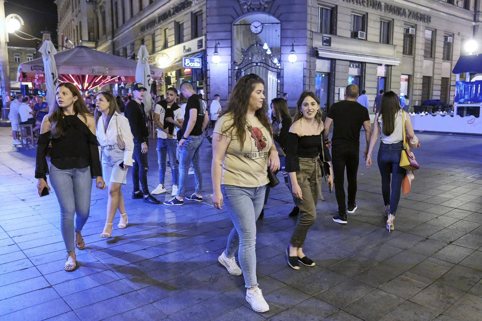 Zagrepčani jedva dočekali rad kafića do ponoći: Pogledajte kakva je bila gužva u centru