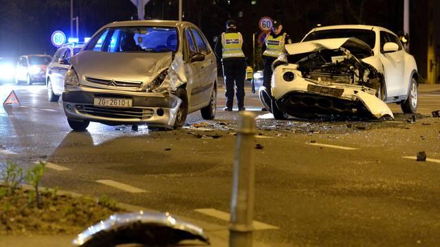 Jedna osoba ozlijeđena: Sudar 2 auta na križanju u Zagrebu