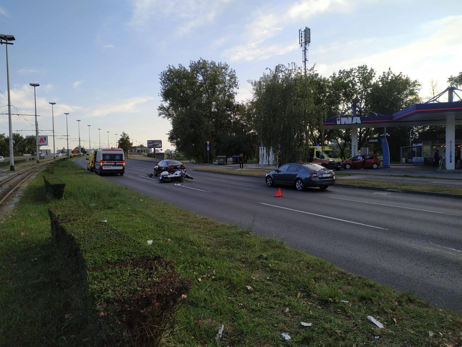 Sudar u Zagrebu: Sudjelovala dva vozila, ozlijeđen motociklist