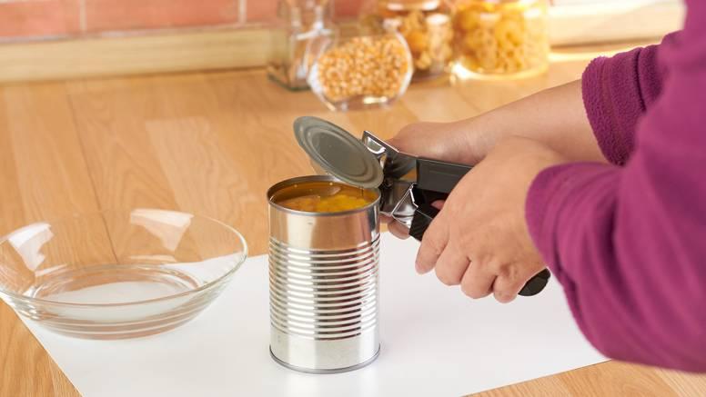 Jedan od najprljavijih predmeta u kuhinji: Evo kako temeljito očistiti otvarač za konzerve