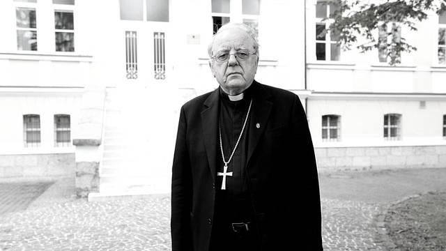 Biskup Mile Bogović pokopan je u kripti ispod oltara katedrale