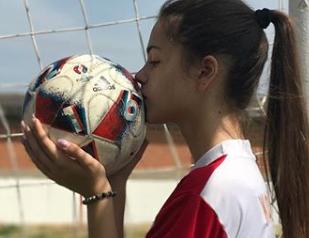 Anna (16) je bolja i od Messija: Baka je bila nogometni trener