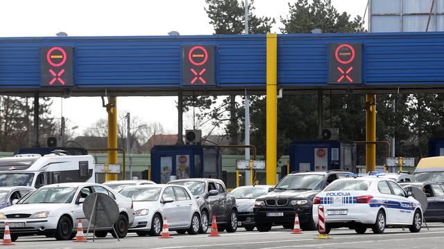 Gužva na naplati u Lučkom, policija kontrolira sva vozila
