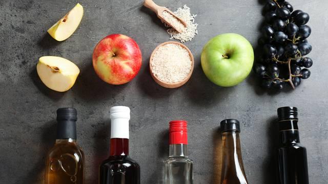 Veliki vodič kroz sve vrste octa: Za koja jela su idealna, što se ne čisti s njima i na što paziti?