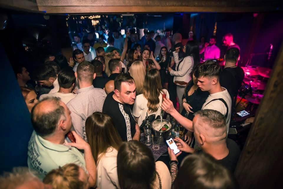 Klubovi su nova žarišta i više nema partijanja u zatvorenom: Plesni podiji odsad zabranjeni