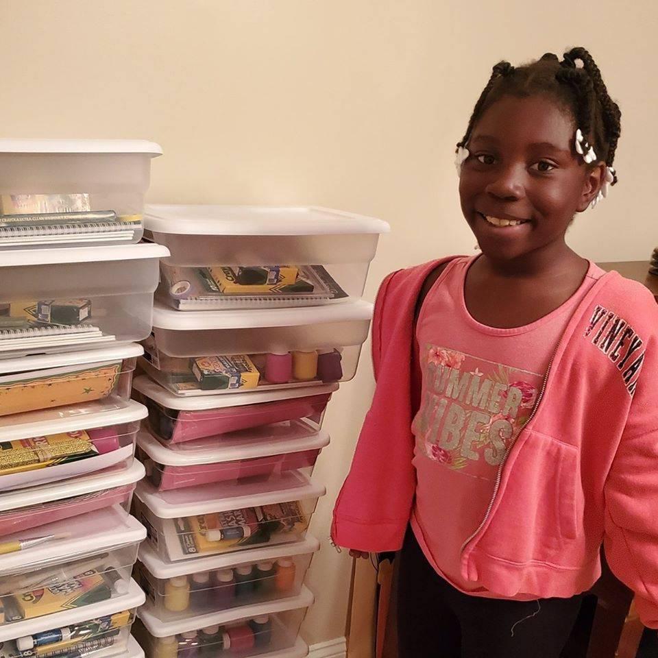 Curica (10) nezbrinutoj djeci dala 1500 pribora za slikanje
