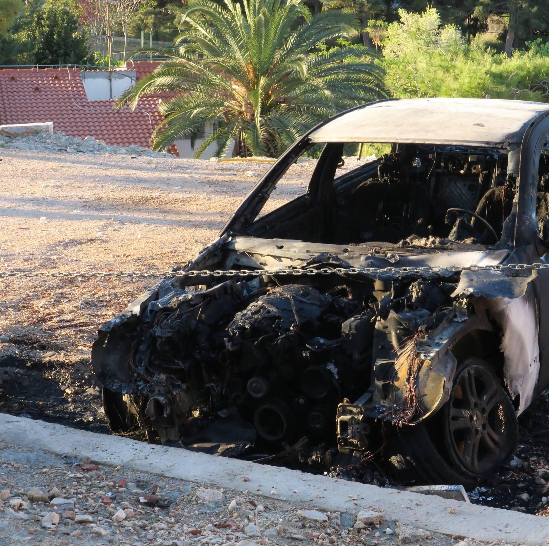 Splićaninu usred noći netko zapalio 17 godina star auto