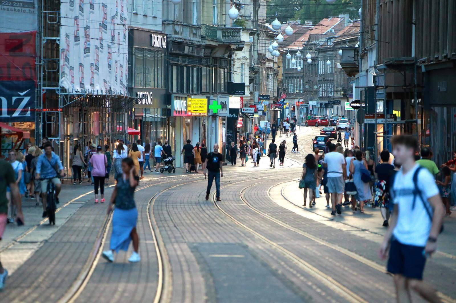 Zagreb: Kratkotrajni ljetni pljusak osvježio središte grada