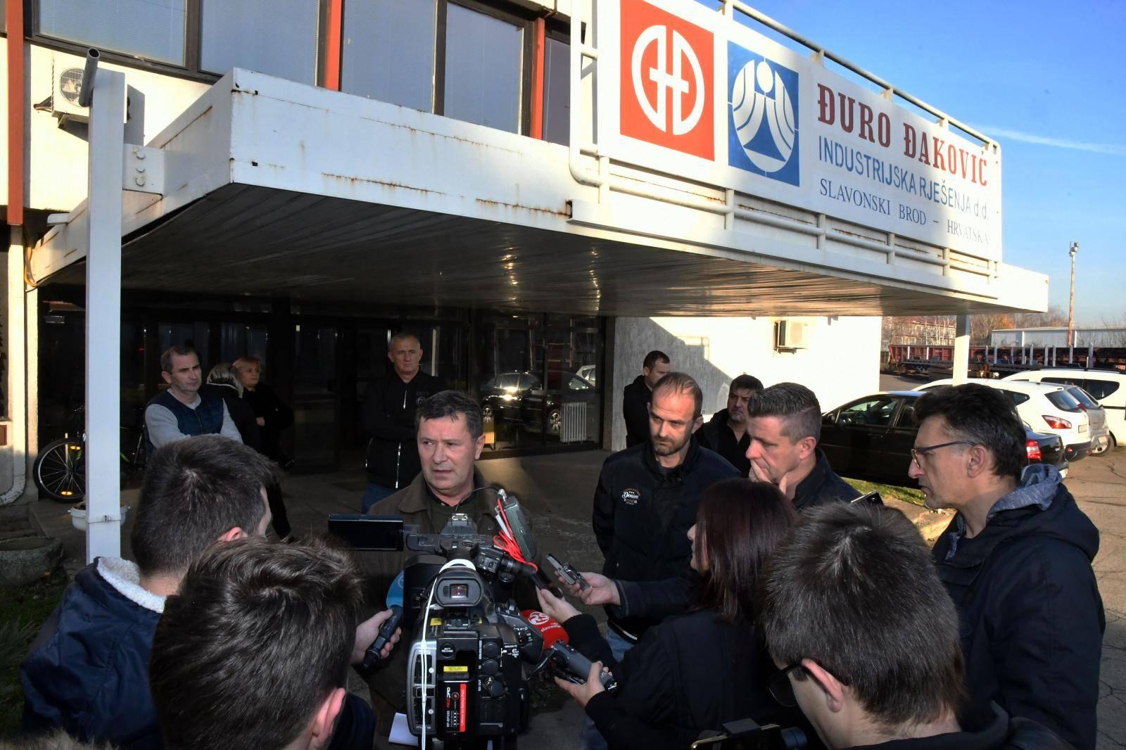 Slavonski Brod: Konferencija za medije štrajkaškog odbora tvrtke Đuro Đaković