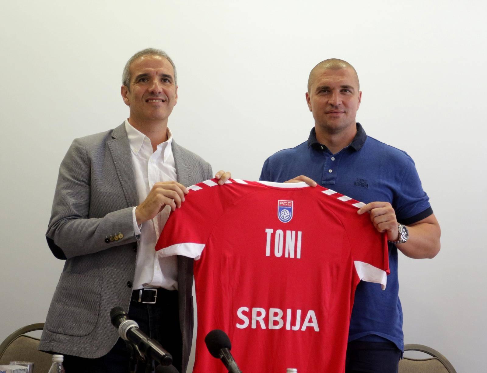 The promotion of the selector of the handball national team of Serbia, Antonio Toni Gerona Salaet, was held at the IN Hotel. Promocija selektora rukometne reprezentacije Srbije Tonija Djerone odrzana je u hotelu IN