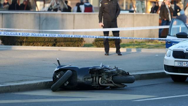 Dvojica htjela pobjeći policajcu pa su s mopeda pali na njega