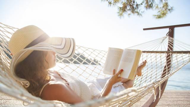 Vodič za ljetno štivo: Najbolji novi naslovi za čitanje na plaži