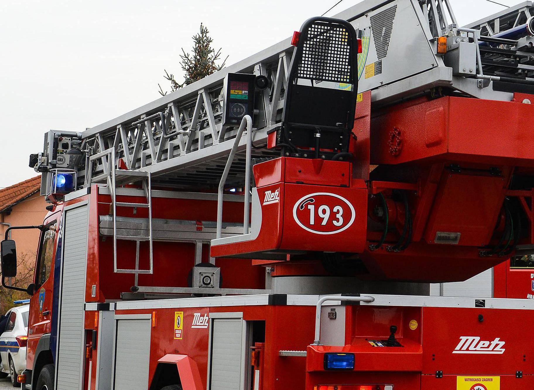 Zagreb: Požar u obiteljskoj kući u Hrašću