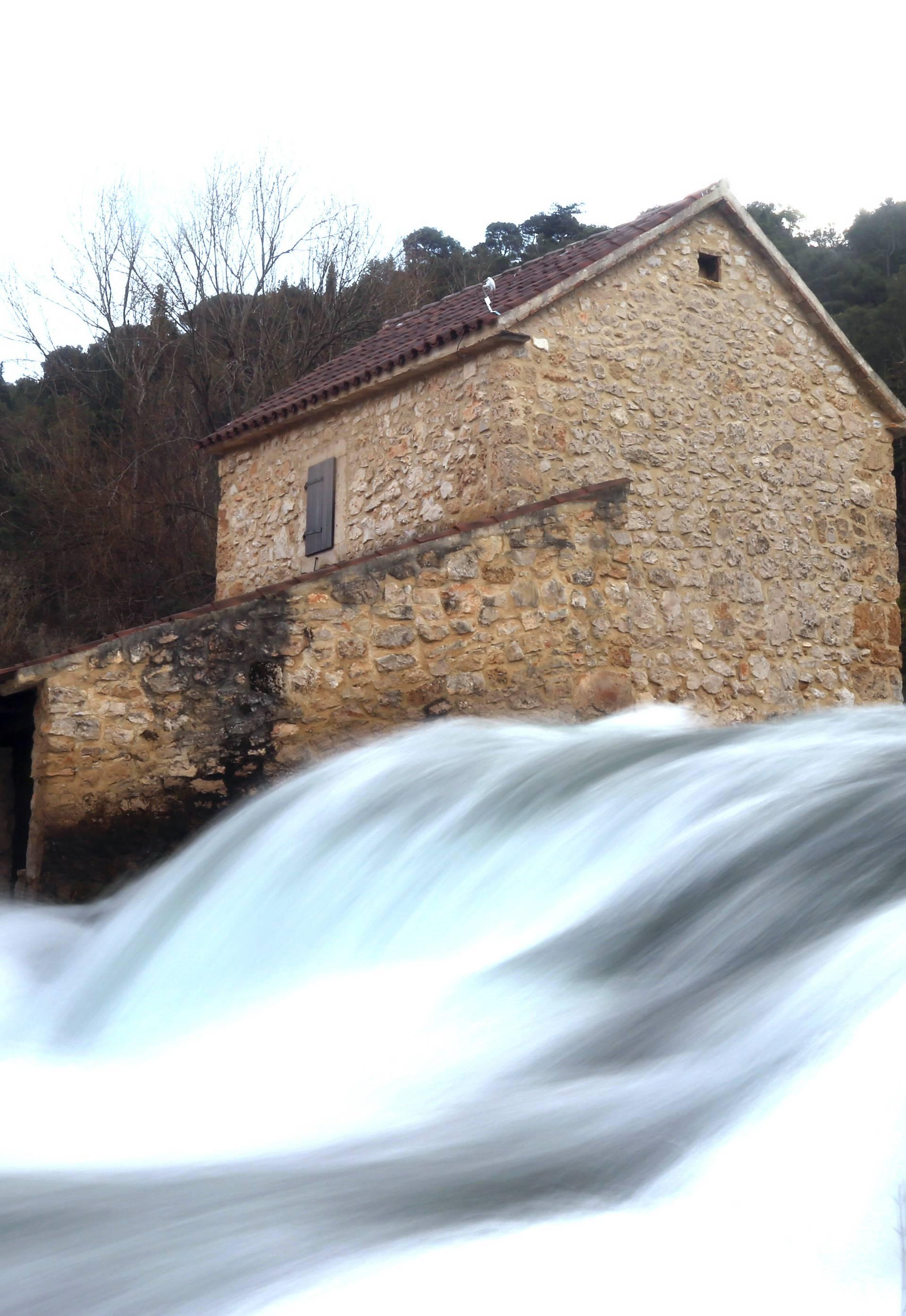 Čudesni prizor na Krki: Vodena pjena i vjetar su učinili svoje...