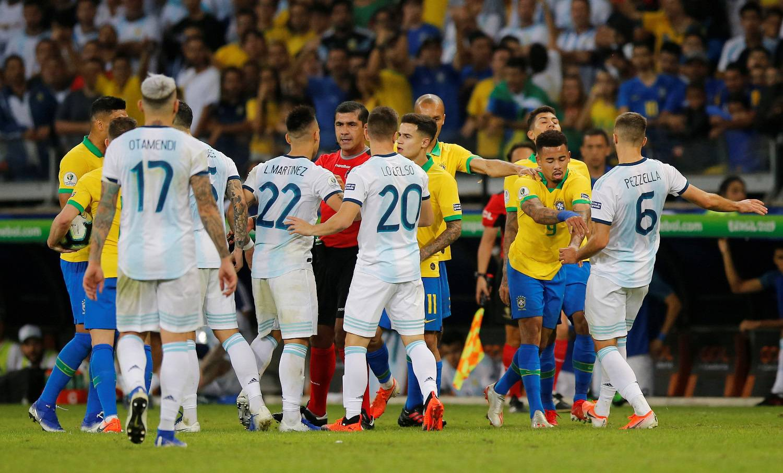 Predsjednik Brazila pokvario je VAR, bio je na liniji sa sucima?!