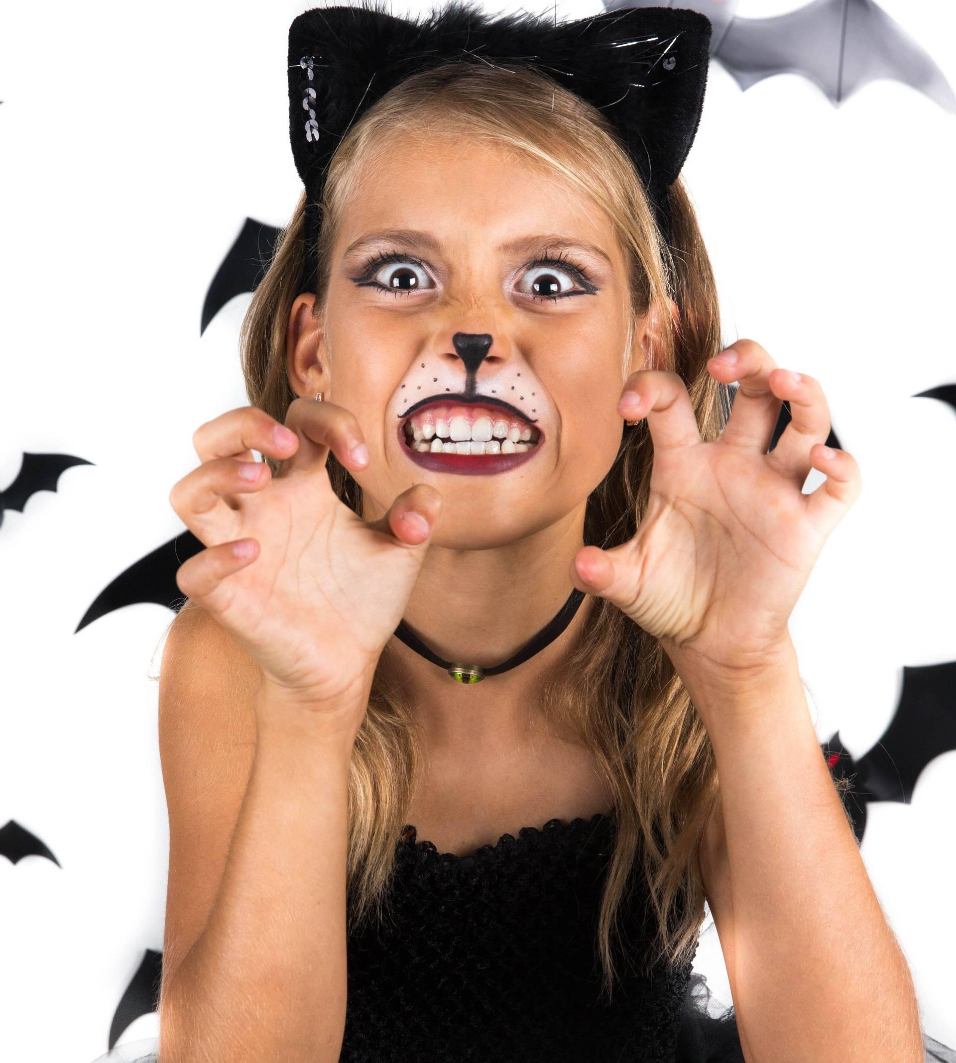 Oprez! Opasne maske djecu mogu porezati, opeći i ugušiti