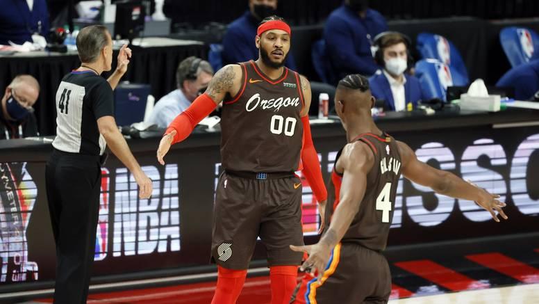 Briljantni Curry zabio 10 trica, a Carmelo uništio Philadelphiju