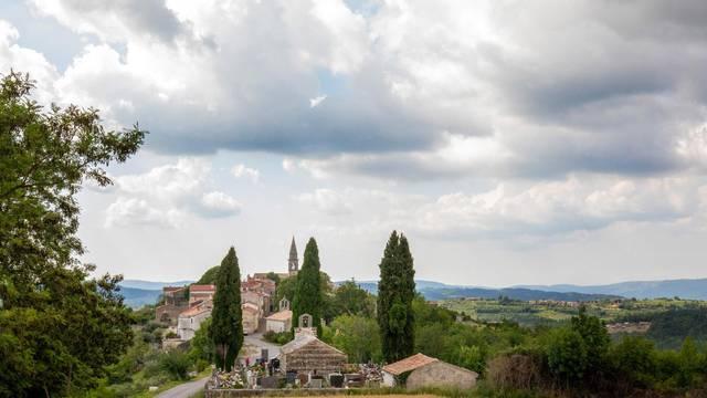 Draguć: Maleno i slikovito mjesto u Istri