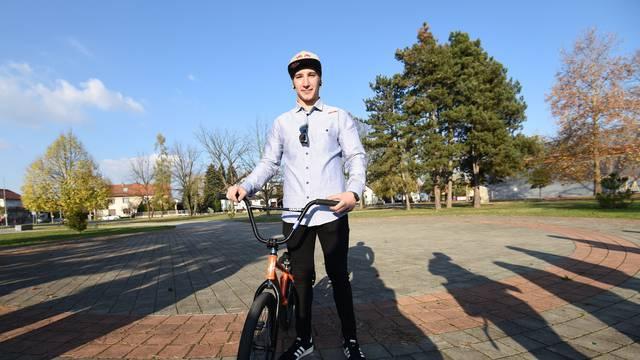 Varaždin: Svjetski BMX prvak Marin Ranteš postavio kamen temeljac za budući skate park