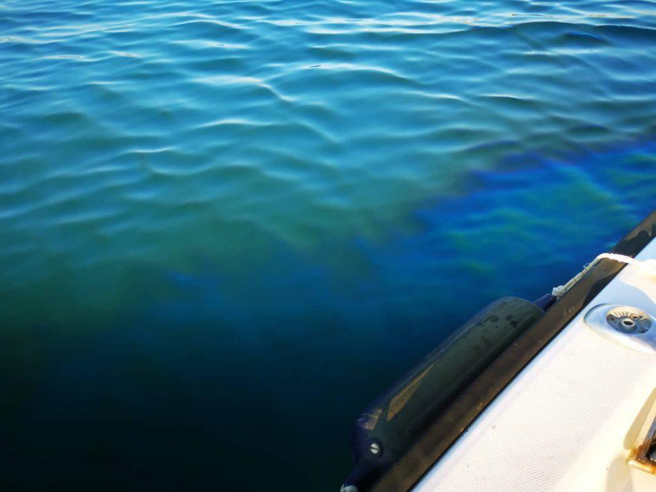 U Puli je potonuo brod: 'Vidio sam naftu kako curi u more...'
