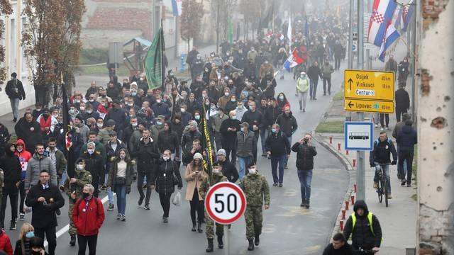 Vukovar: U posebnim epidemiološkom mjerama krenula Kolona sjećanja