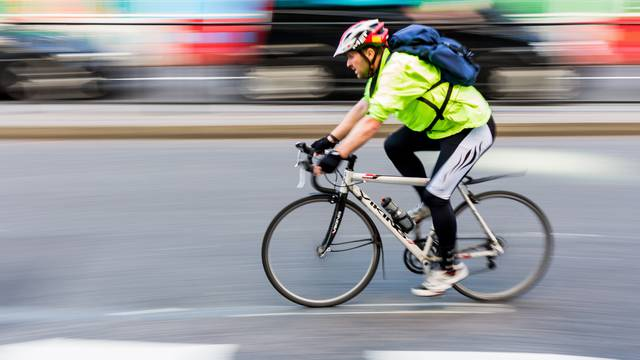 Biciklista je sve više, vrata na autu otvarajte 'po nizozemski'