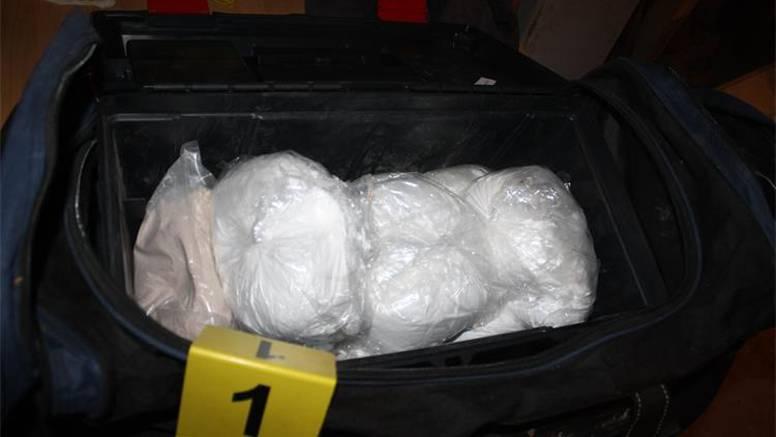 Kod Ploča ulovili Talijana s 24,8 kilograma droge u Mercedesu: Vrijednost je 20 milijuna kuna