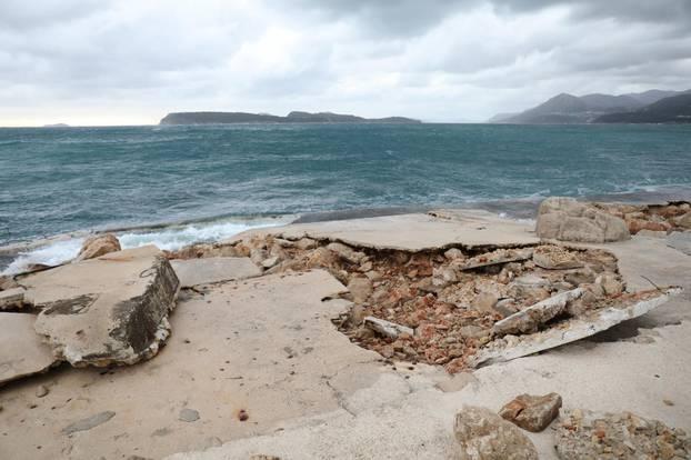 Olujno nevrijeme potpuno uništilo dubrovaèku plažu