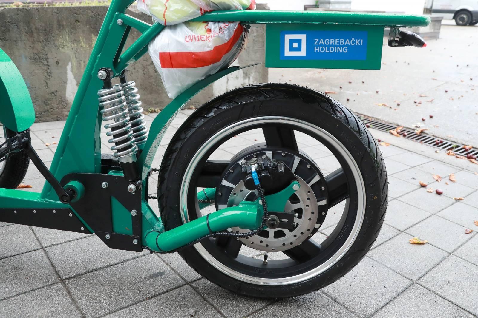 Zagreb: Radnici Čistoće dobili električni bicikl s kantom