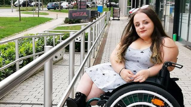 Cura iz Virovitice ima staklene kosti: Osmijeh mi vraća publika
