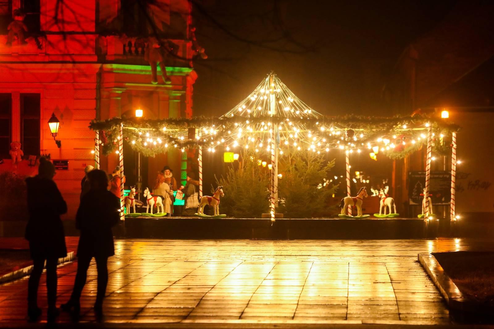 Adventiranje u Osijeku uz šetnju gradom pod blagdanskim svjetlima