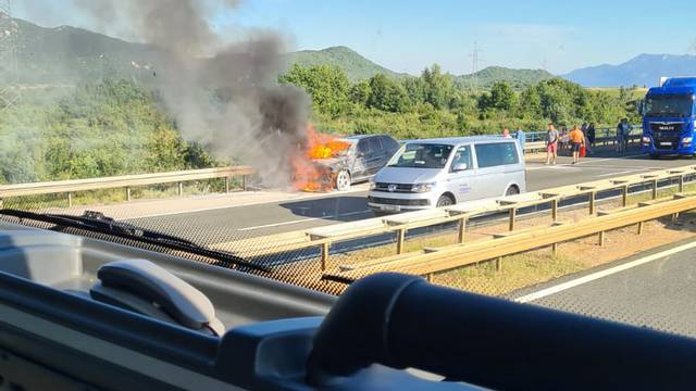 U deset minuta izgorio BMW: Nismo smjeli prići, pucalo je sve