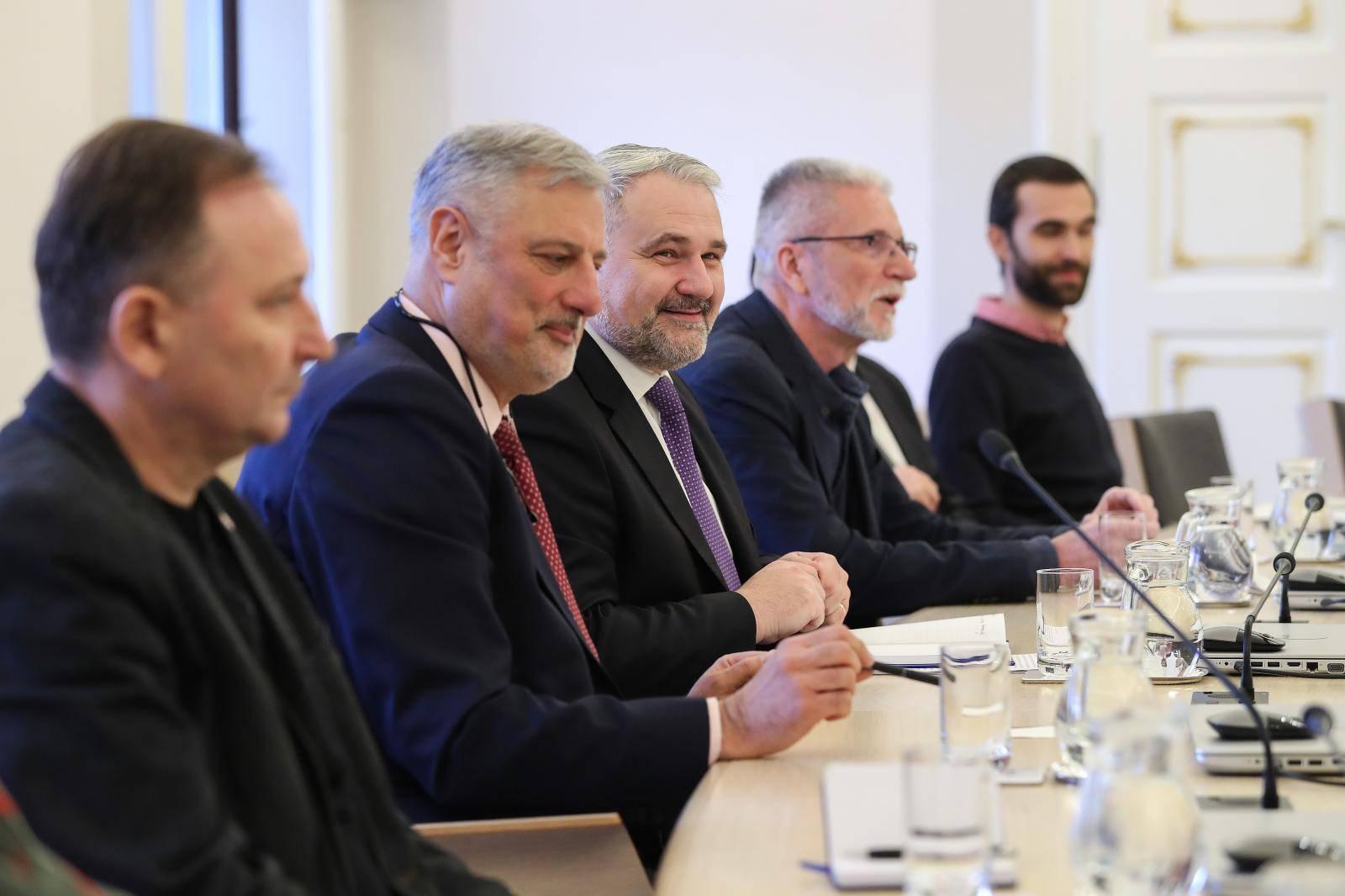 Zagreb: Sastanak Andreja Plenkovića i gospodarstvenika zbog koronavirusa
