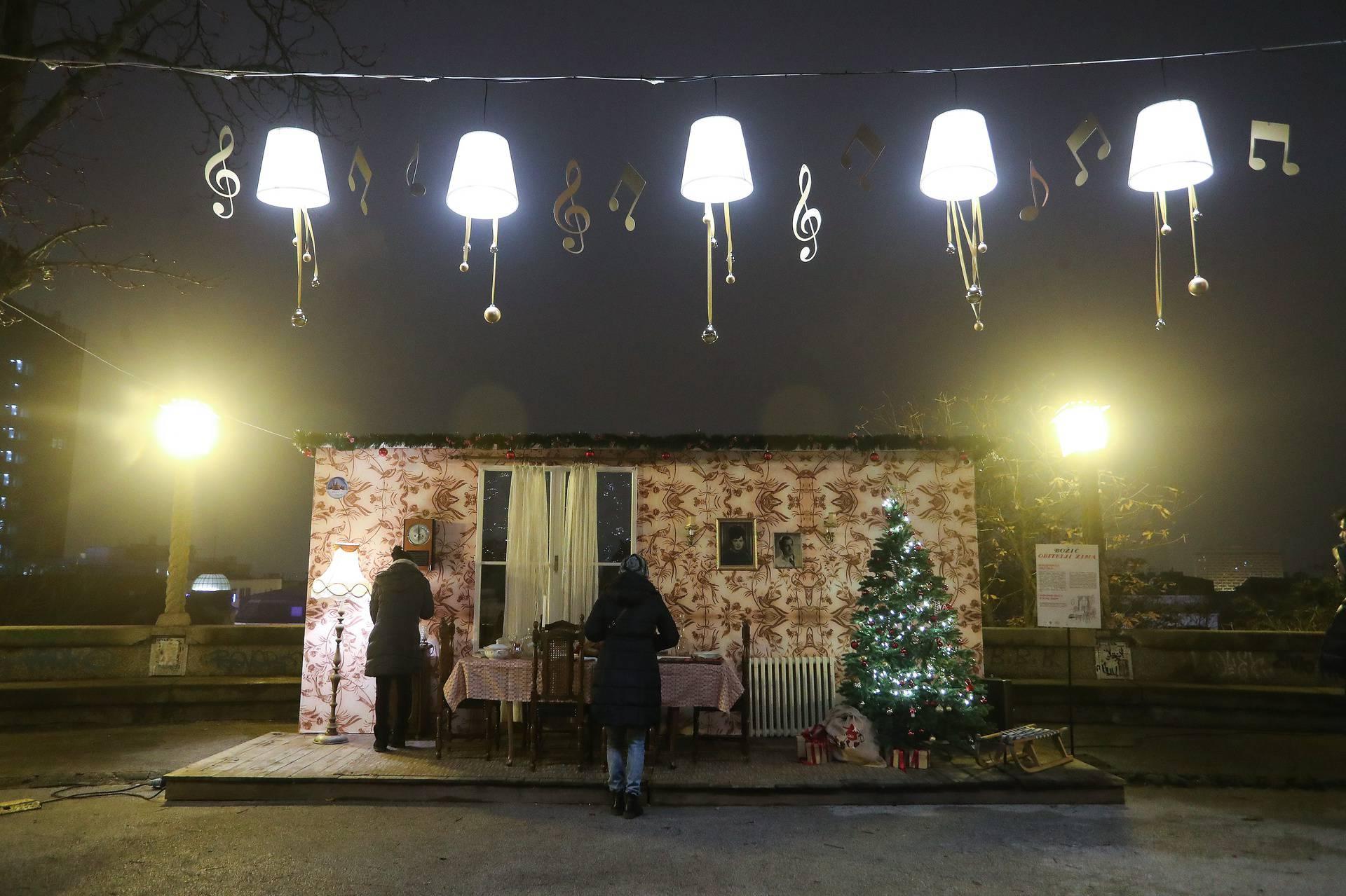 Ovogodišnji Advent u Zagrebu počeo je u nešto drugačijem ozračju