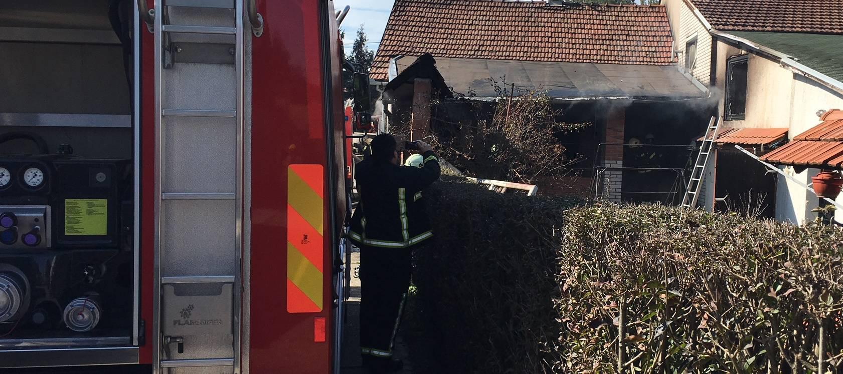 Izbio požar na kući u Osijeku: Vatrogasce je nazvao - poštar