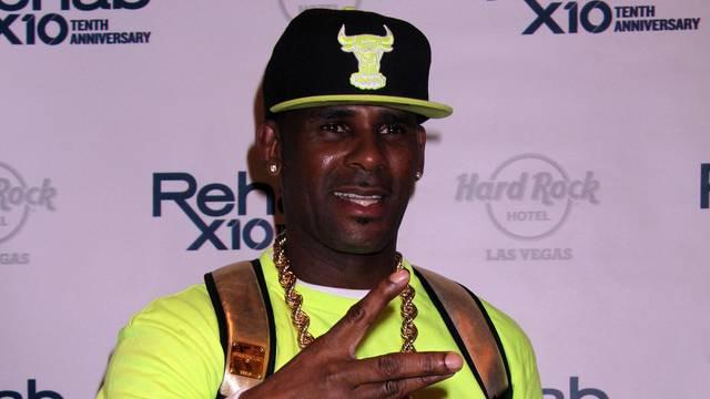 R.Kelly performs at Rehab Pool - Las Vegas