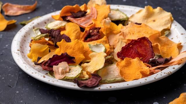 Čips od raznog povrća odlična je zamjena za nezdrave grickalice