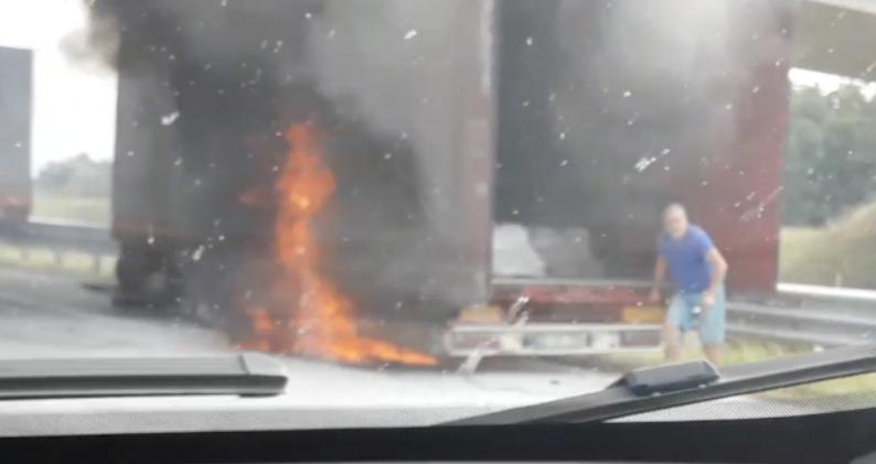 Kamion je gorio kod Gradiške: 'Ništa se od dima nije vidjelo'
