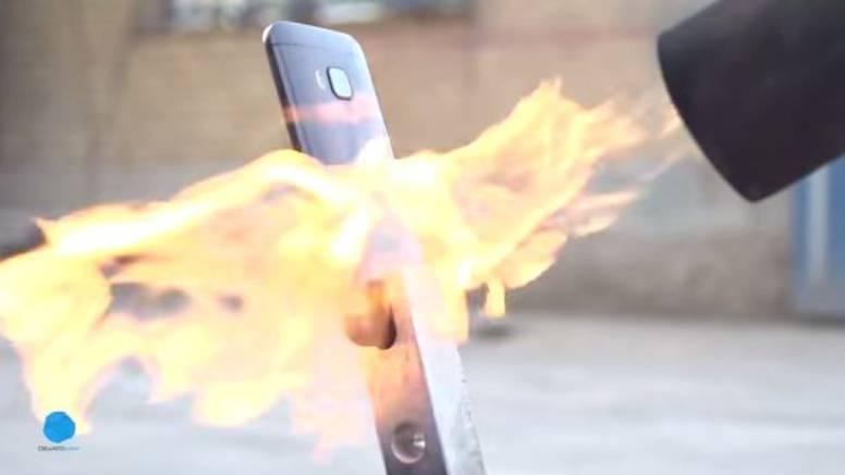 Testovi izdržljivosti sve su bizarniji: Zapalili HTC One M9!