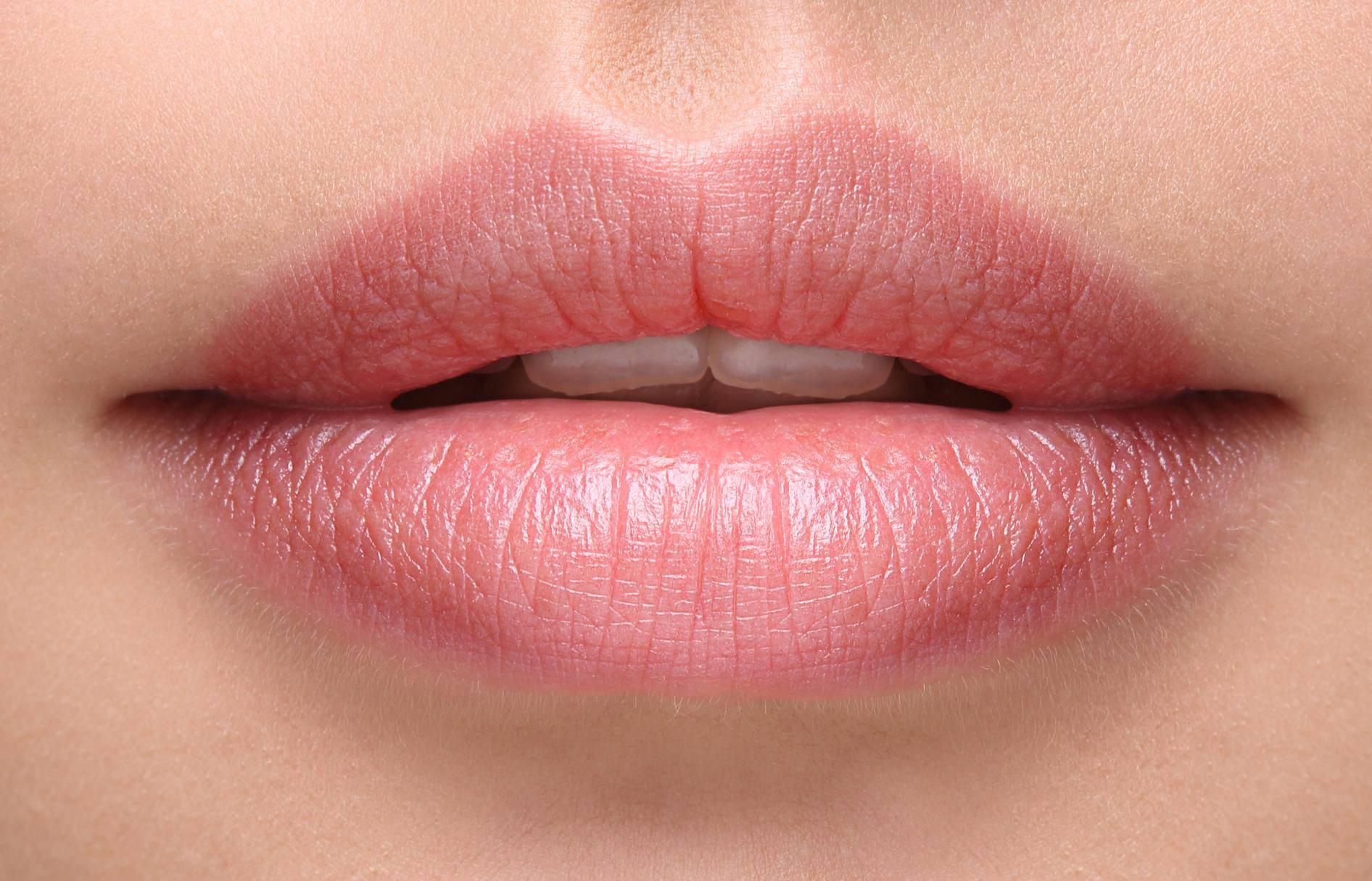 Znanost objasnila zašto postoji udubljenje između usta i nosa