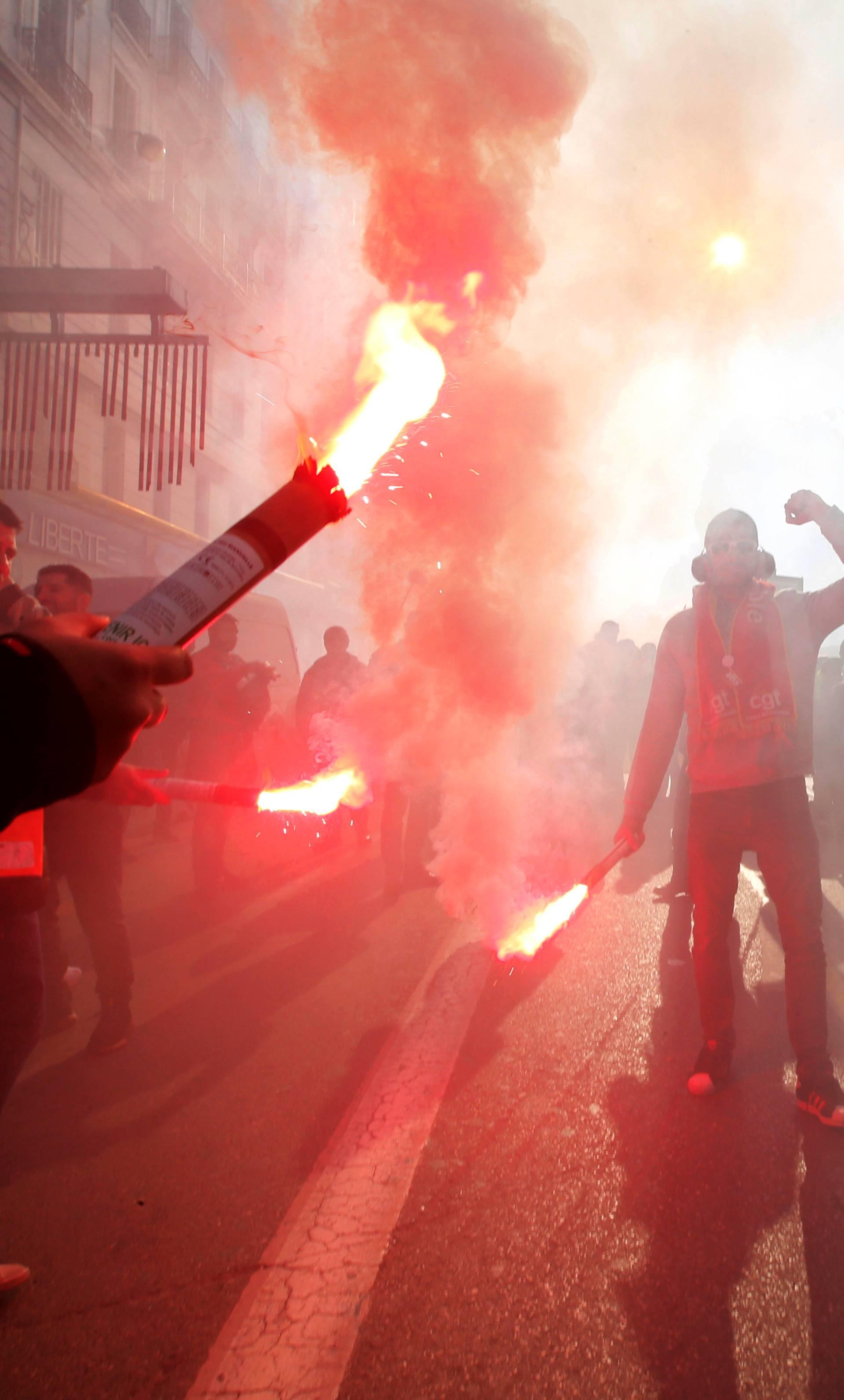 Prosvjednicima u Francuskoj se priključili učitelji i odvjetnici