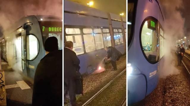 VIDEO Dim ispod tramvaja